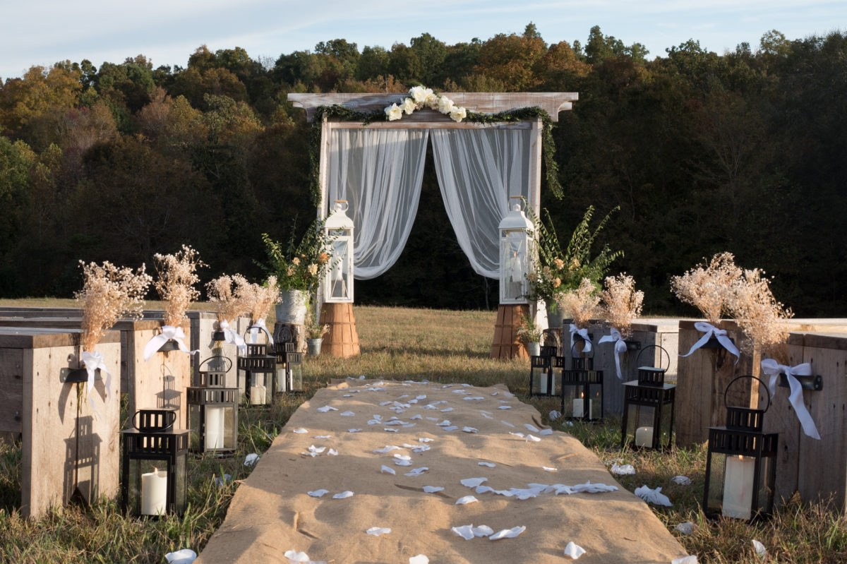 Rustic yet elegant outdoor weddings make a memorable occasion